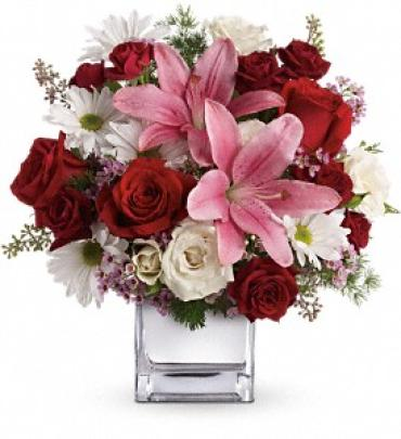 Deluxe Happy In Love by Teleflora