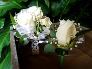 Classic - Eggshell rose -wristlet and boutonniere